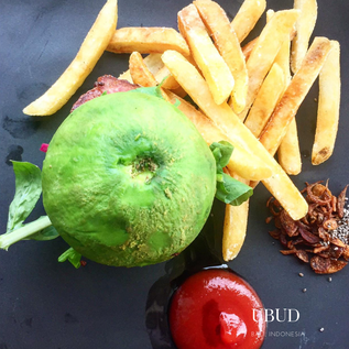 Avocado gluten free burger with fries