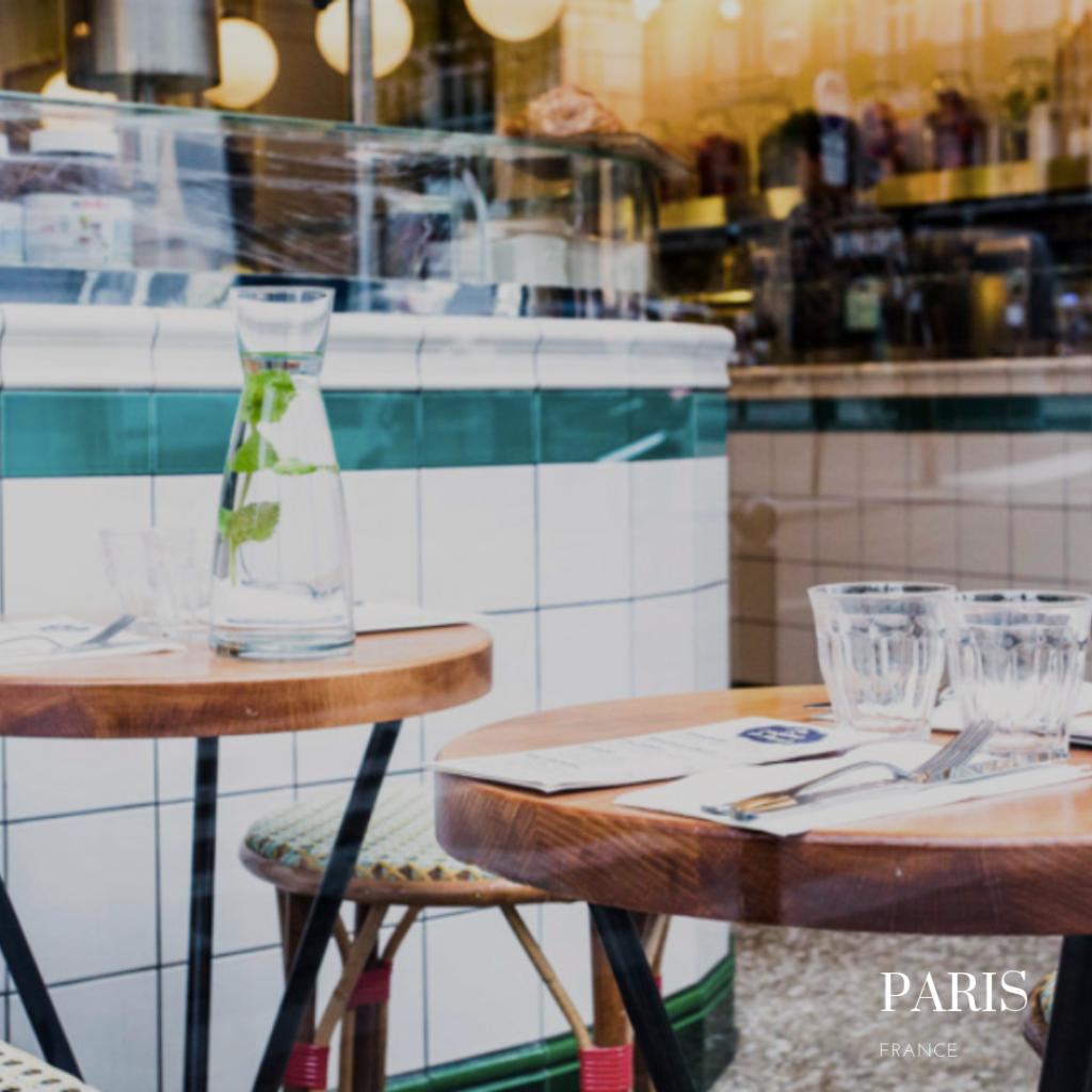 La creme de Paris restaurant outside