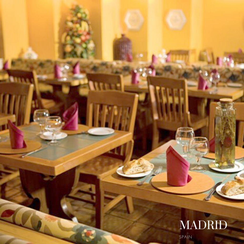 Inside Da Nicola restaurant Madrid