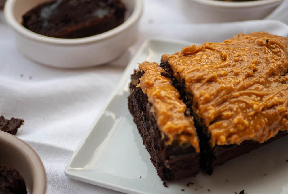 Gluten-free chocolate cake and butter-free with peanut butter and maple syrup topping