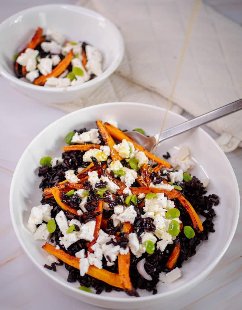 Salade de riz noir avec fèves